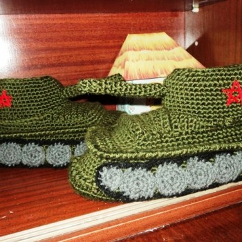 вязаные тапочки-танки