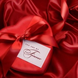 Лучшие подарки женщине на 14 февраля
