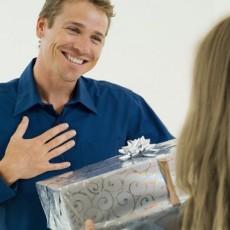 Что подарить мужчине на 55-59 лет