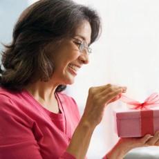 Что подарить тете на 8 Марта