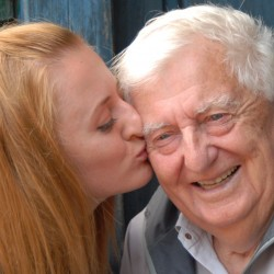Что подарить дедушке на 80-89 лет